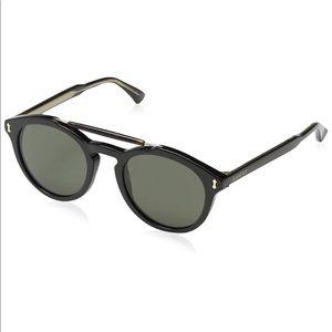 NWT 100% authentic black Gucci sunglasses.
